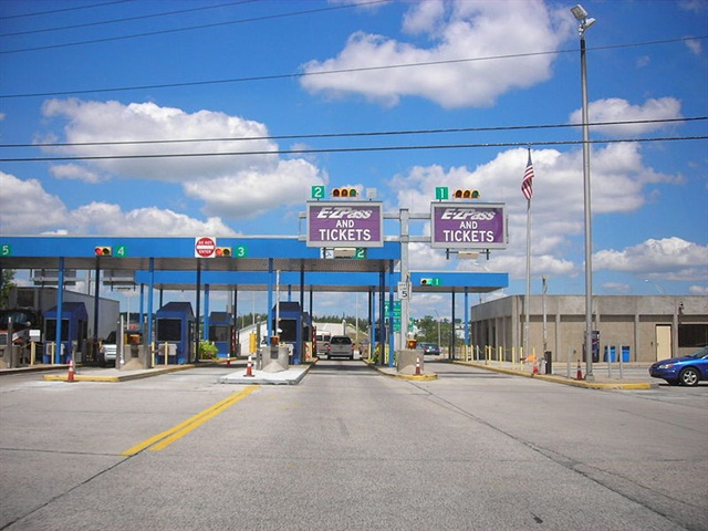 Photo: Somerset toll booth, Pennsylvania turnpike, by Doug Kerr, via Wikimedia Commons.