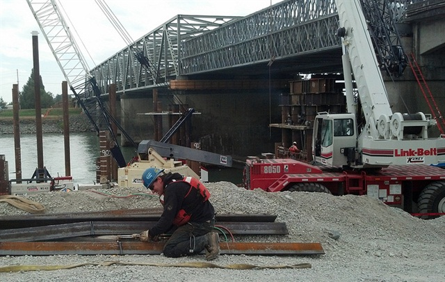 Crews working in August to repair the I-5 bridge in Washington state. Credit: Wash. State DOT