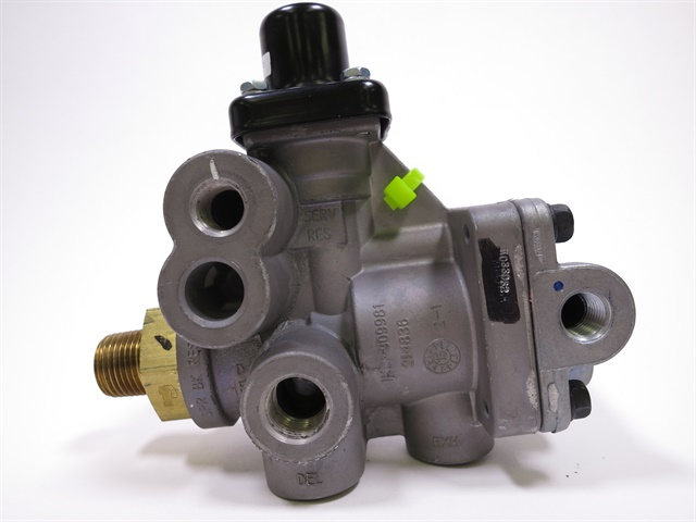 To verify that the Bendix SR-5 valve has been repaired per the recall campaign, look for the presence of a black or green tie wrap secured to the valve body. Photo: Bendix
