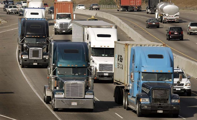 Trucking and highway stakeholder groups are less than thrilled with devils in the details of the gargantuan Trump infrastructure plan. Photo: U.S. Dept. of Transportation