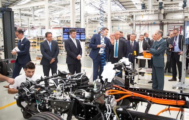 Marc Llistosella, president and CEO of Mitsubishi Fuso Truck & Bus Corp., describes production requirements of the new eCanter to Marcelo Rebelo de Sousa, president of the Portuguese Republic. Photo: Mitsubishi Fuso