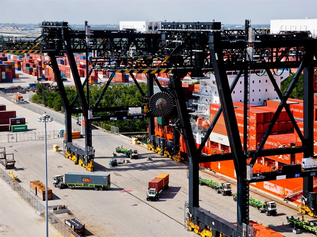 State and federal agencies are working to finalize a pilot program to bring grapes and blueberries from Peru and Uruguay into Port Everglades and PortMiami. Photo: Courtesy of Port Everglades