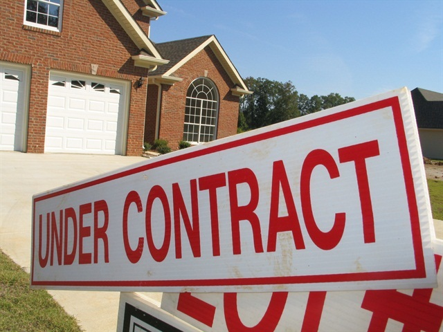 Economic Watch: Existing Home Sales Fall, Total Construction Rises