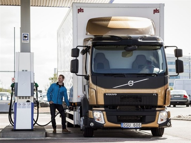 HVO reduces CO2 emissions between 30 and 90 per cent, depending on the raw material. Photo courtesy of Volvo Trucks