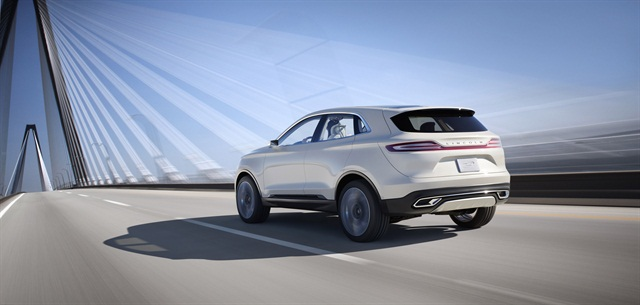 The clamshell liftgate design is another signature element on the MKC Concept. Photo courtesy Lincoln.