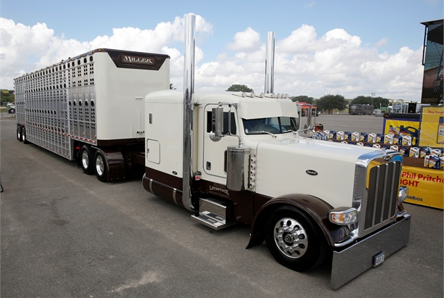 Phil Miller's 2010 Peterbilt 389 rolled away as the Best of Show first runner-up. Photo: Shell
