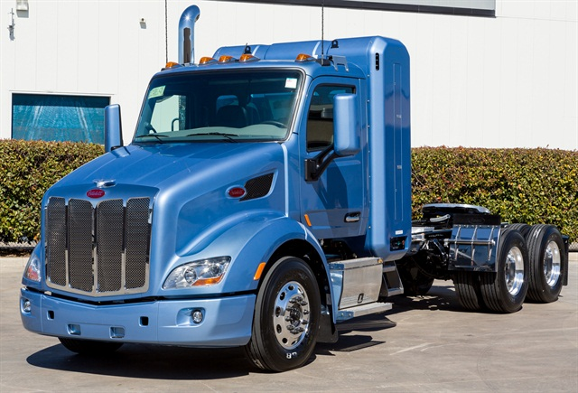 CNG-powered Peterbilt Model 579.