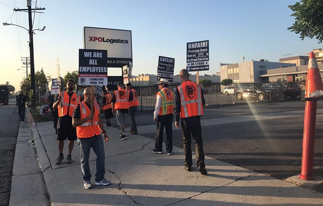 Picketers at XPO Logistics' port operations say port truck drivers should be classified as employees. Photo via Justice4PortDrivers Twitter