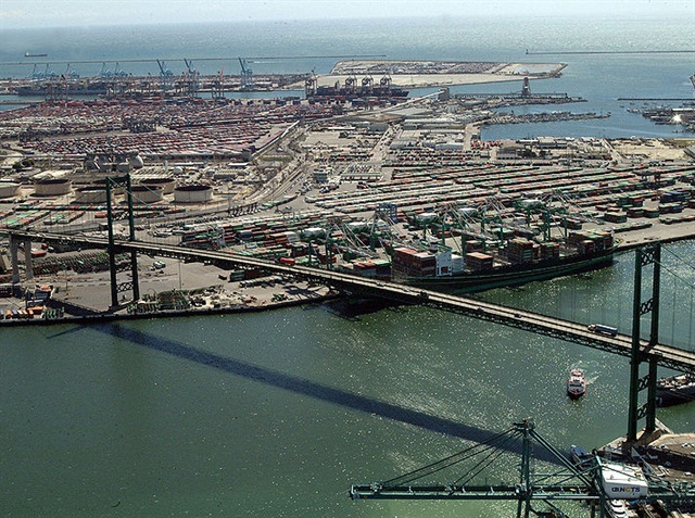 Labor Unrest Causes West Coast Ports to See Mixed Volumes