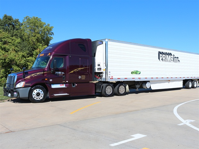 Prime truck with a 3000R Reefer Trailer. Photo via Prime Inc.