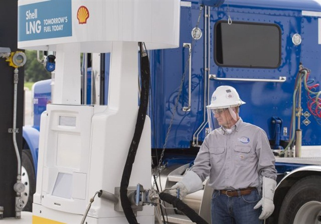 Stabilis customer fueling with LNG at the San Antonio location. Photo courtesy of Shell
