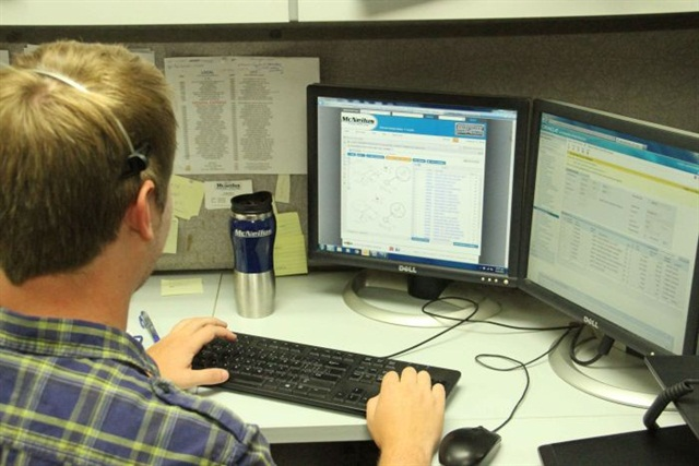 Street Smart Service by McNeilus introduced a new Technical Support Center hotline to provide access to a team of technical product experts and parts support services. Photo courtesy of McNeilus