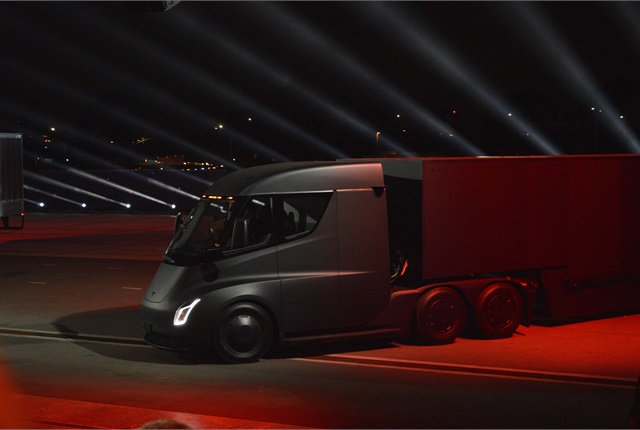 Autonomous technology could offer trucking net savings between $100 billion and $125 billion, according to a report by Wall Street analysts. Photo: Jack Roberts