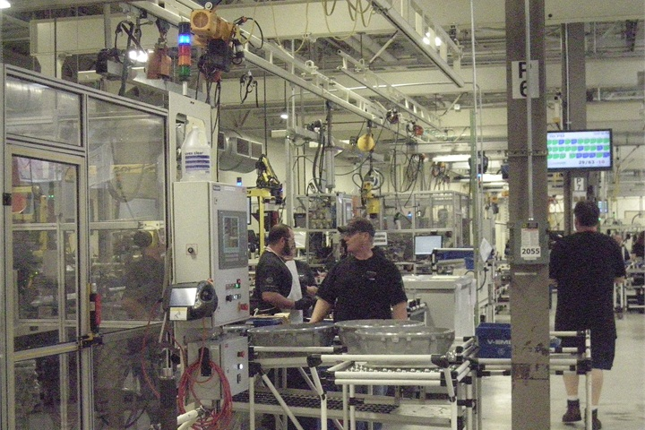 Assembly line for Mack mDrive and Volvo I-shift automated ...
