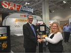 Steffen Schewerda, president Americas for SAF-Holland, accepts the HDT