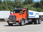 The Kenworth T880 short hood day cab featured a 2013 MX-13 engine and