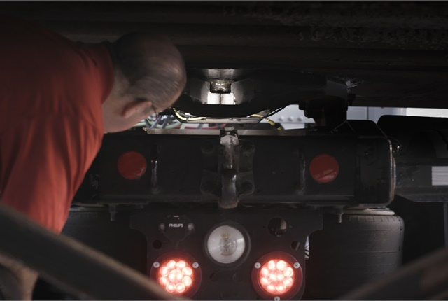White LEDs illuminate the fifth wheel's jaws and trailer's kingpin, allowing the driver to verify the coupling has been made. Photos: SAF-Holland