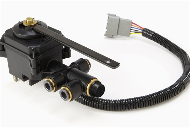 SmartValve combines several components into one housing and allows easy raising and lowering of tractor air suspensions.