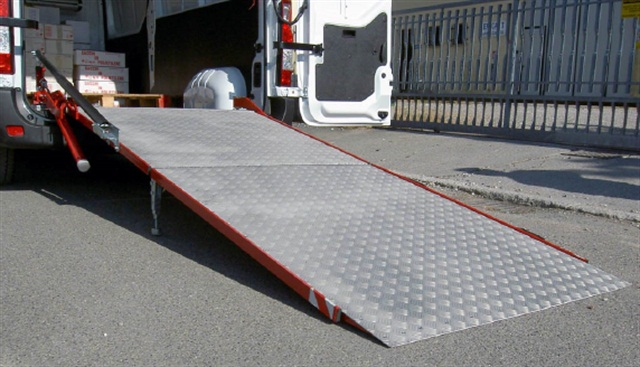 Loading Ramp Swivels Internally And Externally Products